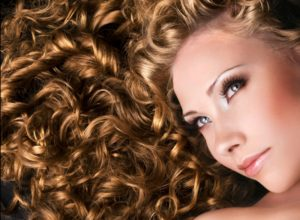 4 Easy and Effective Methods on Curling Your Straight Hair