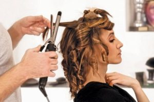 Hot Rollers vs Curling Iron – The Great Efficiency Debate