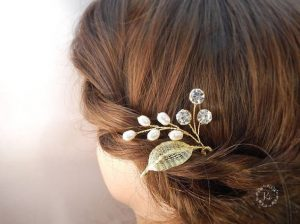 7 Eye-catching Bridal Hair Accessories